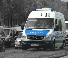 Bereitschaftpolizei Sachsen-Anhalt Beweissicherungs- und Festnahmehundertschaft Mercedes-Benz Sprinter (Boss-19) Tags: landespolizei sachsenanhalt bereitschaftpolizei | beweissicherungs und festnahmehundertschaft arrest evidence securing unit michaelbrücknerstrase treptow berlin deutschland germany leichter befehlskraftwagen lebefkw light command vehicle mercedesbenz sprinter 316 cdi 1 bfhu st 100 elbe 11 lsa 48981 mb mercedes benz sachsen anhalt 1987 may demonstrations international workers day nordrheinwestfalen nrw