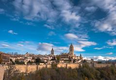 Segovia y Catedral (Carlos Pea Fernandez) Tags: segovia catedral alcazar castilla leon clouds nubes cloudscape landscape paisaje cathedral autumn fuji xt1 fujifilm fujinon 1855mm