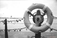 (Dani Akemi) Tags: liverpool england pier harbor inglaterra porto uk analog analogica blackandwhite pretoebranco 35mm filme film quay