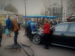 bicycle accident in Amsterdam (Vincenzo Elviretti) Tags: bike bicycle bicicletta accident crash incidente amsterdam joint erba funghetti peyote street foto di strada