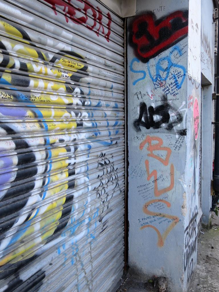 Graffiti wall dublin - U2 Graffiti Wall Vapspwi Tags Dublin Ireland U2 Graffiti Wall