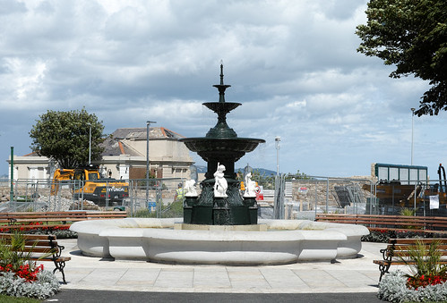 FOUNTAINS IN THE PEOPLE'S PARK IN DUN LAOGHAIRE Ref-1203