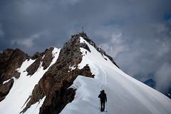 Gratwanderung (Steffen Knalltte) Tags: italien tirol olympus alpen gletscher wandern hochtour omd sdtirol stubaital em10 stubaiergletscher opificio wilderfreiger trentinosdtirol