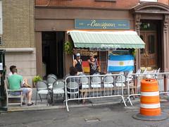 201407154 New York City West Village (taigatrommelchen) Tags: nyc newyorkcity urban usa ny newyork building bar manhattan flag greenwichvillage 20140729