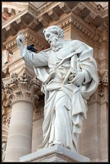 Dialogue Sicilien II (Gramgroum) Tags: saint statue paul pigeon syracuse piazza duomo italie cathedrale