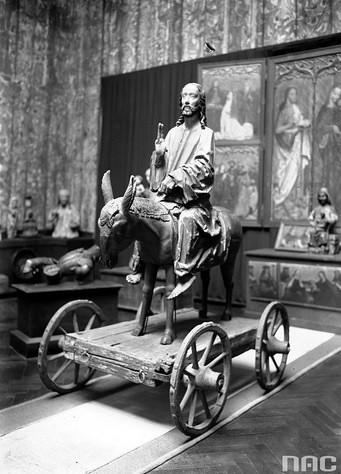 Figura Chrystusa na ośle z kościoła św. Zygmunta w Szydłowcu, 1932r. Obecnie jeden z eksponatów w Muzeum Narodowym w Krakowie.