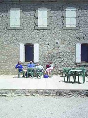 mot-2006-remoulins-pic_0069_mont-ventoux-cafe-at-top-1_450x600