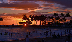 Sunset over Waikiki beach, Honolulu (@backersgard) Tags: sunset usa beach strand hawaii waikiki oahu honolulu solnedgng 2014