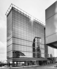 Urban Mirror   -   Espejo Urbano (Carlos J. M.) Tags: argenina buenosaires puertomadero reflection reflejos urbanlandscape paisajeurbano architecture arquitectura canon dslr 5dmk3