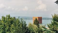 Der Monolith im Murtensee (epargos) Tags: expo02 landesausstellung 2002 dreiseenland arteplagemurten arteplagemorat augenblickundewigkeit monolith panoramaderschlachtbeimurten panoramaschweizversion21