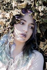 Brisen (Alberto Panizzolo) Tags: brisen model caterina piovedisacco bosco italiangirl girl alternative colors white clothes wood violet blue eyes tattoos inked alberto panizzolo