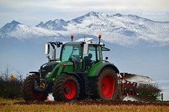 (Zak355) Tags: ploughingmatch rothesay bute isleofbute tractors old vintage scotland scottish fendt 716 snow