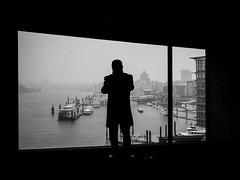 unbenannt (08. November 201691 von 411).jpg (Mette1977) Tags: streetphotography 17mm olympus urban silhouette omdem10ii bw elbphilharmonie 2016 microfourthird people hamburg