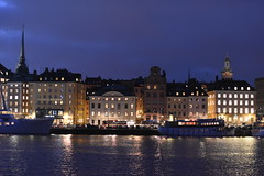 Blue hour in Stockholm [in explore 27/11/16] (jacques_teller) Tags: stockholm sweden bluehour nightscape night gamlastan heritage urban worldheritage jacquesteller nikond7200 50mm sea architecture quiet skyline hotel boats river djurgarten