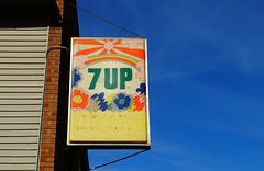 1970's 7up sign, Theresa, Wisconsin (Cragin Spring) Tags: sign soda sodapop pop lemonlime 7up wisconsin wi retro 1970s 70s midwest unitedstates usa unitedstatesofamerica building theresa theresawisconsin logo theresawi