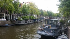 Amsterdam Canals (Michel Curi) Tags: amsterdam netherlands holland nederland centrum dutch iamsterdam schiphol europe grotemarkt canals nationaalmonument nationalmonument dam damsquare royalpalace madametussauds buildings edificios structures estructuras arquitectura architecture historic city urban boats water