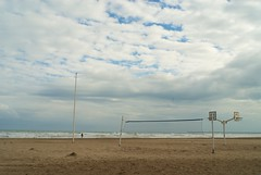 Big sky, small man (Riccardo Mori) Tags: sky cloud valencia beach nikon d200 sea net people