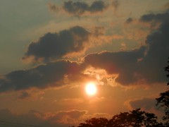 alligator snapping cloud on left (d1pinklady) Tags: sky sun clouds