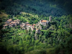 village (Laurent Hutinet) Tags: nature eos rainbow paysage autofocus eos550d rainbowofnature