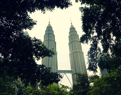 Tours siamoises (Camille Glaziou) Tags: skyline forest lost twins petronas towers malaysia kuala skycrapers lumpur