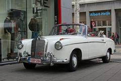 Mercedes 220 S Cabriolet / Antwerpen (rob4xs) Tags: mercedes classiccar belgium belgi convertible antwerp cabrio antwerpen flanders cabriolet vlaanderen klassieker aesculaap mercedes220s esculaap mercedes220scabriolet 1obp284
