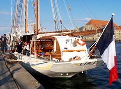 Mooring in Copenhagen, Denmark. Amarrage dans Copenhague au Danemark. (Phil Nistère) Tags: france copenhagen denmark etoile danemark copenhague marinenationale