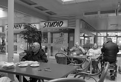 Sun & Smile (thorstenkulbe Streetphotography) Tags: street people urban blackandwhite monochrome leute hamburg streetphotography menschen stadt sw schwarzweis lumixlx7 thorstenkulbe