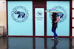 "293/366 (serie ""frame/cadre"") (Kairos !) Tags: frame cadre street urban city umbrella parapluie walk walking streetwalk streetview streetphotography streetphotographer blue conceptualimage conceptphotos 366 366days project366 fujifilm fujixt10"