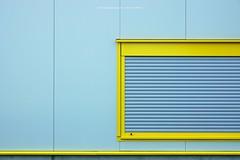 VOBERGEHEND GESCHLOSSEN (rolleckphotographie) Tags: architecture architektur minimal minimalism fassade facade urban kln cologne sony slta65v stefanrollar rolleckphotographie
