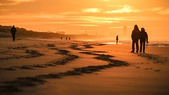 De Haan again - Spot on (Drummerdelight) Tags: shillouettes beach seaside peoplewatching sunlight sunsetting intothesun