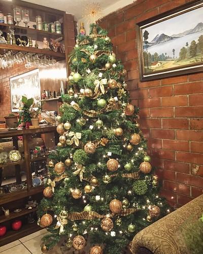 ¡Terminamos con el árbol de Navidad! ¡Ya pueden empezar a enviar los regalos!  #Xmas #christmasdecorations #Navidad #christmas #christmastree #arboldenavidad