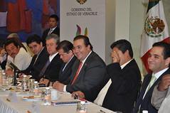 El gobernador Javier Duarte de Ochoa se reuni con miembros del PRD 2 (javier.duarteo) Tags: veracruz gobiernodeveracruz gobernadordeveracruz javierduarte javierduartedeochoa reunionprd prd pltica bandera