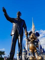 Walt Disney World - Magic Kingdom (Patrik S.) Tags: wolken clouds florida sonnig sunny usa park walt unterhaltung world disney magic kingdom amusment cinderella schloss castle mickeymouse