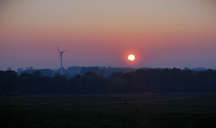 Zachd soca (Tova_) Tags: sunrise sun polska zachd soca sky clouds closeup purple