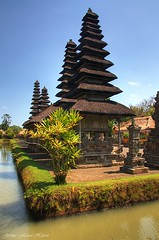 Bali - Indonesia (Jeremy Flavien | jeremyflavien.com) Tags: bali balinese indonesie indonesia temple tirta emple mengwi vulcano