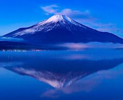 Blue in the morning (shinichiro*) Tags:    jp 20160102ds22336 2016 crazyshin nikond4s afsnikkor2470mmf28ged yamanashi japan  lakeyamanaka winter january fiji candidate 30619743773