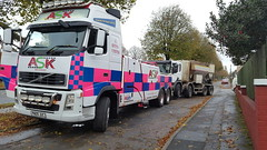 FH13 Front Suspending 8 Wheeler Concrete Lorry (JAMES2039) Tags: volvo tow towtruck truck lorry wrecker heavy underlift heavyunderlift 8wheeler 6wheeler frontsuspend 95 scania cardiff rescue breakdown ask askrecovery recovery fh13 pn09juc pn09 juc cement mixer cementmixer