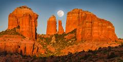 MPW_0250 (Michael-Wilson) Tags: catheddral rock full moon moonrise moonset sedona az arizona michaelwilson michaelwilsoncom sunset sunrise red pano panorama orange
