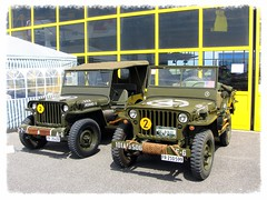 Duo de Jeep (v8dub) Tags: auto old terrain classic car wheel rio drive schweiz switzerland airport automobile all suisse jeep 4x4 d duo 4 meeting automotive voiture oldtimer fribourg oldcar wd freiburg collector tout wagen aroport pkw klassik gelndewagen allrad arodrome worldcars cuvillens
