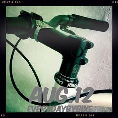 #everydaybybike #fixie #cycle #bike #chrisking #chriskingbuzz #steelisreal #carbon #mnster (Singlespeed2011) Tags: bike square cycle squareformat fixie carbon mnster chrisking iphoneography instagramapp