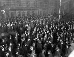 Crowds waiting for national election results in Adelaide, 1914 (State Library of South Australia) Tags: wwi worldwari adelaide ww1 elections southaustralia worldwar1 statelibraryofsouthaustralia samemory centenaryofanzac