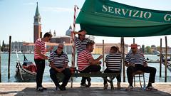 Servizio gondoliere (Waechor) Tags: venice italy work nikon italia break marc marco pause nikkor venise venizia italie gondolier sanmarco sangiorgiomaggiore gondoliere d700 waechor