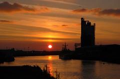 Harbour sunset (Kirkleyjohn) Tags: sunset sun reflection clouds atardecer suffolk sonnenuntergang silo pôrdosol grainsilo lowestoft coucherdusoleil lakelothing lowestoftharbour lowestoftinnerharbour