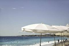 nice plage parasol 1L8A2359 (jmlpyt) Tags: plage nicefrance cityofnice provencealpescotedazur côtedazur baie anges seascape parasol beachumbrella wave sea sun summer