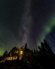 Aurora over Blachford Lake Lodge (Smaku) Tags: blachfordlakelodge stars longexposure night astrophotography astrophotographers canada northwestterritories yellowknife northernlights auroraborealis