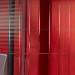 dangerous red (zeh.hah.es.) Tags: hardbrücke kreis5 rot red grau gray grey schwarz black gitter grid zaun bauzaun construction fence baustelle constructionsite zurich zürich schweiz switzerland orthogonal vertikal vertical horizontal