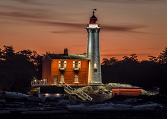 Day Breaks (Paul Rioux) Tags: parks canada britishcolumbia bc vancouverisland victoria colwood westshore fortroddhill fisgard lighthouse westcoast old building architecture outdoor seascape seashore seaside waterfront calm reflection lights illuminated led beach morning sunrise daybreak