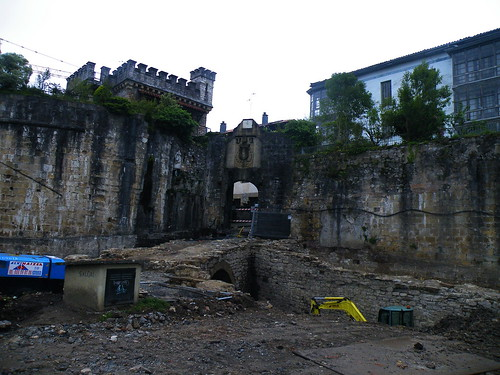 20090605 019 1115 Jakobus Hondarribia Stadtmauer Tor