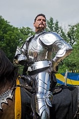Pre-Joust Impromptu Photo Shoot with Maxx (Pahz) Tags: horse thejousters jouster jousting knight squire lance plumes plumage helm armor armour encranche shield heavyjousting fullplatejoust matthewmansour sirmaxmillianthejoustingearlofbraden brf pattysmithbrf bristolrenaissancefaire2016 bristolrenaissancefaire renfaire renfest photography nikond5100 pahzphotography renaissancefairephotographer kenoshawi