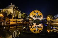 Europa Park Night-photo-tour EP6 (CamOnPictures) Tags: europapark halloween nacht nachtfotogerafie pumpkin reflection